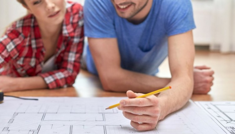couple using home equity loan for remodeling project