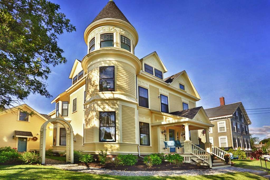 queen anne victorian in newburyport