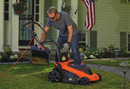electric lawn mower vs. gas mower