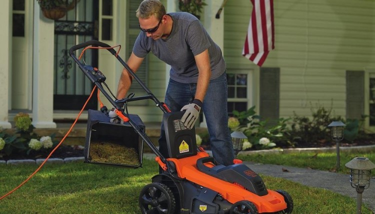 electric lawn mower vs. gas mower