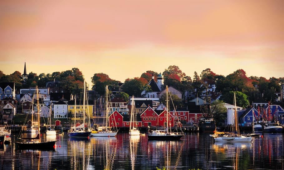 lunenburg_harbour_fall-28229